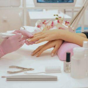 Специалист по маникюру и моделированию ногтей