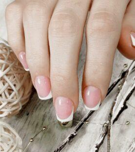 Как рисовать френч на ногтях?